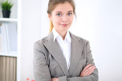 Νέα επιχειρησιακή γυναίκα στην αρχή επιχειρησιακή έννοια επι& Στοκ φωτογραφίες με δικαίωμα ελεύθερης χρήσης
