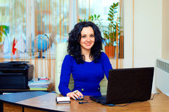 Νέα εργασία επιχειρησιακών γυναικών στην αρχή Στοκ Εικόνες