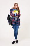 Νέα ευτυχής γυναίκα σπουδαστής με τα βιβλία που απομονώνεται στο λευκό Στοκ εικόνα με δικαίωμα ελεύθερης χρήσης