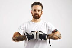 Νέα ελκυστικά γάντια σνόουμπορντ επίδειξης ατόμων Στοκ Εικόνες