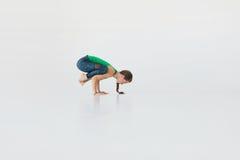 Νέα ελκυστική γιόγκα άσκησης γυναικών E Έννοια Wellness κλάσεις στοκ φωτογραφίες