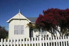 Νέα Ζηλανδία: κλασικό ξύλινο σπίτι Στοκ Φωτογραφία