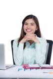 Νέα θηλυκή ασιατική επιχειρηματίας στο γραφείο Στοκ Φωτογραφίες