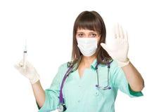 Νέα ιατρός ή νοσοκόμα που κάνει τη στάση να υπογράψει Στοκ φωτογραφία με δικαίωμα ελεύθερης χρήσης