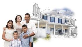Νέα ισπανική οικογένεια μπροστά από το σχέδιο σπιτιών και φωτογραφία στο λευκό Στοκ Φωτογραφία