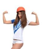 Νέα ισχυρή όμορφη γυναίκα που παρουσιάζει muscularity και κοίταγμά της Στοκ εικόνες με δικαίωμα ελεύθερης χρήσης