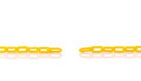 Νέα κίτρινη πλαστική αλυσίδα beeing έννοιας λευκό τεχνολογίας συνδέσμων απομονωμένο εστίαση καλυμμένο στούντιο Στοκ Φωτογραφία