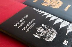 Νέα και παλαιά διαβατήρια της Νέας Ζηλανδίας Στοκ φωτογραφία με δικαίωμα ελεύθερης χρήσης