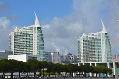 Νέα και σύγχρονη αρχιτεκτονική στη Λισσαβώνα, Πορτογαλία στοκ φωτογραφία με δικαίωμα ελεύθερης χρήσης