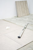 Νέα κεραμίδια πατωμάτων, εγκατάσταση Στοκ Εικόνες