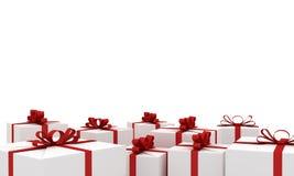 Νέα κιβώτια δώρων έτους άσπρα με τις κόκκινες κορδέλλες Στοκ Εικόνα