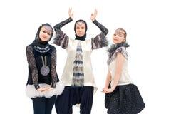 Νέα κορίτσια στον απομονωμένο κοστούμια πυροβολισμό σχεδίου στοκ φωτογραφία με δικαίωμα ελεύθερης χρήσης