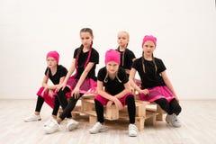 Νέα κορίτσια στο πορτρέτο ομάδας bandanas στοκ φωτογραφίες με δικαίωμα ελεύθερης χρήσης