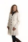 Νέα κυρία που τίθεται στην άσπρη ανασκόπηση Στοκ φωτογραφία με δικαίωμα ελεύθερης χρήσης