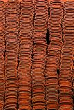 Νέα κόκκινα κεραμίδια στεγών Στενές λεπτομέρειες στοκ εικόνα