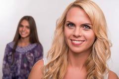 Νέα κόρη μητέρων και εφήβων Στοκ φωτογραφία με δικαίωμα ελεύθερης χρήσης