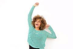 Νέα μαύρη γυναίκα ενθαρρυντική το βραχίονα που αυξάνεται με στοκ φωτογραφίες