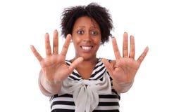 Νέα μαύρη γυναίκα που παρουσιάζει παλάμη χεριών της - αφρικανικοί λαοί Στοκ εικόνες με δικαίωμα ελεύθερης χρήσης