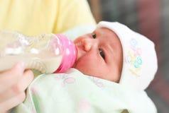 Νέα μητέρα και νεογέννητο μωρό στοκ εικόνες