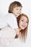 Νέα μητέρα με ένα παιδί Στοκ εικόνες με δικαίωμα ελεύθερης χρήσης