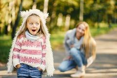 Νέα μητέρα με το μικρό παιδί Στοκ Φωτογραφίες