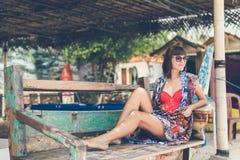 Νέα μοντέρνη προκλητική γυναίκα στο μαγικός νησί παραλιών Pandawa, τροπικός και του Μπαλί, Ινδονησία Στοκ φωτογραφία με δικαίωμα ελεύθερης χρήσης
