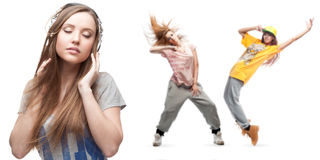 Νέα μουσική ακούσματος γυναικών και δύο χορευτές στο υπόβαθρο Στοκ φωτογραφίες με δικαίωμα ελεύθερης χρήσης