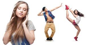 Νέα μουσική ακούσματος γυναικών και δύο χορευτές στο υπόβαθρο Στοκ φωτογραφία με δικαίωμα ελεύθερης χρήσης