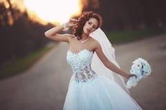 Νέα νύφη με την ανθοδέσμη Στοκ Εικόνα