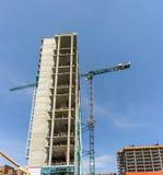 Νέα οικοδόμηση κτηρίου ενός σύγχρονου multi-storey κτηρίου με Στοκ Εικόνα