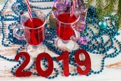 Νέα οινοπνευματώδη και μη οινοπνευματούχα ποτά κοκτέιλ διακοπών έτους στοκ φωτογραφίες