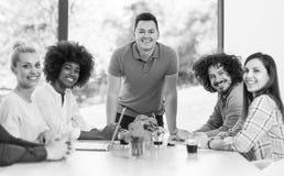 Νέα ομάδα στην εργασία Στοκ φωτογραφία με δικαίωμα ελεύθερης χρήσης