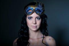 Νέα ομορφιά με τη μάσκα Στοκ φωτογραφία με δικαίωμα ελεύθερης χρήσης