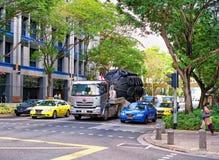 Νέα οδός γεφυρών με την κυκλοφορία αυτοκινήτων στη Σιγκαπούρη Στοκ εικόνα με δικαίωμα ελεύθερης χρήσης