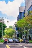 Νέα οδός γεφυρών με την κυκλοφορία αυτοκινήτων στο κέντρο της Σιγκαπούρης Στοκ φωτογραφία με δικαίωμα ελεύθερης χρήσης
