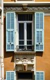 Νέα παράθυρα PVC στα παλαιά ανακαινισμένα σπίτια Σχέδιο και κατασκευή Στοκ Εικόνες