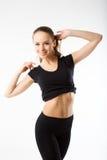 Νέα προκλητική αθλητική γυναίκα μαύρο sportswear - που απομονώνεται στο μόριο Στοκ Εικόνες