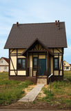 νέα πώληση σπιτιών μικρότερη Στοκ φωτογραφία με δικαίωμα ελεύθερης χρήσης