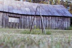 Νέα δρύινη χώρα σπιτιών δέντρων παλαιά ξύλινη Στοκ εικόνα με δικαίωμα ελεύθερης χρήσης
