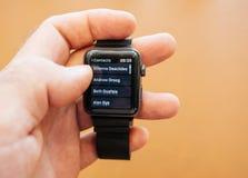 Νέα σειρά 3 επαφές app ρολογιών της Apple αριθμών τηλεφώνου αριθμού πινάκων Στοκ εικόνα με δικαίωμα ελεύθερης χρήσης