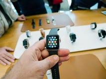 Νέα σειρά 3 ρολογιών της Apple ρολόι μήλων εγχώριας οθόνης Στοκ Φωτογραφία