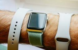 Νέα σειρά 3 ρολογιών της Apple fluoroelastomer και extile λουρί Στοκ Εικόνα