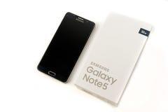 Νέα σημείωση 5 γαλαξιών Smartphone Samsung με τη μάνδρα του S Στοκ Εικόνες