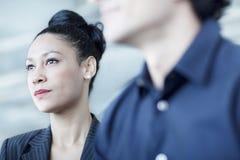 Νέα συνεδρίαση επιχειρηματιών σε μια επιχειρησιακή συνεδρίαση με τους συναδέλφους Στοκ Εικόνες