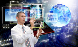 Νέα τεχνολογία υπολογιστών παραγωγής σύνδεση Στοκ φωτογραφία με δικαίωμα ελεύθερης χρήσης