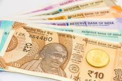 Νέα τραπεζογραμμάτια και νόμισμα ρουπίων Ινδού 10, 50, 100, 200, 500 και 2000