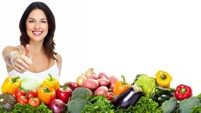 Νέα υγιής γυναίκα με τα φρούτα. στοκ εικόνα