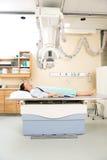 Νέα υπομονετική παίρνοντας ακτίνα X Στοκ φωτογραφία με δικαίωμα ελεύθερης χρήσης