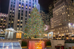 Νέα Υόρκη - 20 Δεκεμβρίου 2013: Χριστουγεννιάτικο δέντρο στο σεντ Rockefeller Στοκ Φωτογραφία