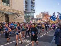 Νέα Υόρκη, Ηνωμένες Πολιτείες - Νοέμβριος, 4 - 2018 - άνθρωποι που τρέχουν το θόριο στοκ φωτογραφία